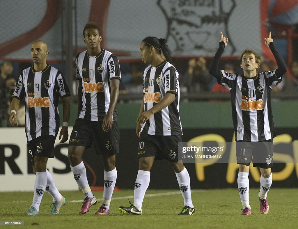 Brazil's Atletico Mineiro forward Bernard (R) celebrates after scoring his second team's third goal against Argentina's Arsenal FC during their Copa Libertadores 2013 group 3 football match at Arsenal stadium in Sarandi, Buenos Aires, Argentina, on February 26, 2013. AFP PHOTO / Juan Mabromata
