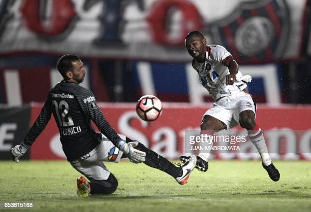 Brazil's Atletico Paranaense midfielder Nikao vies for the ball with Argentina's San Lorenzo goalkeeper Sebastian Torrico during their Copa...