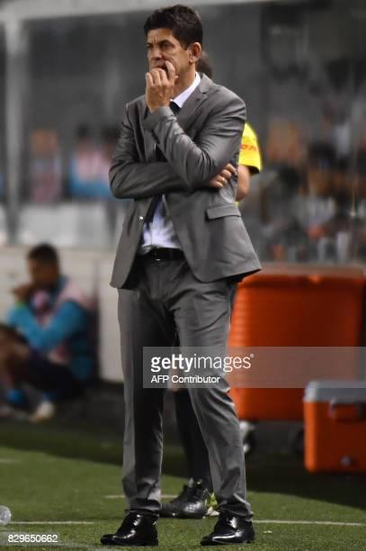 Brazils Atletico Paranaense team coach Fabiano Soares gestures during the 2017 Copa Libertadores football match against Brazil's Santos held at Vila...