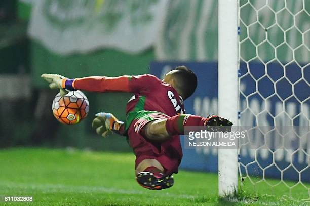 TOPSHOT Brazil's Chapecoense goalkeeper Danilo deflects a ball during the penalty shootout against Argentina's Independiente during their...