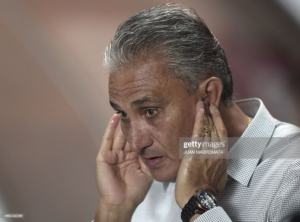 Brazil's Corinthians coach Tite gestures during their Copa Libertadores 2015 group 2 football match against Argentina's San Lorenzo at Pedro Bidegain stadium in Buenos Aires, Argentina, on March 4, 2015. AFP PHOTO / JUAN MABROMATA