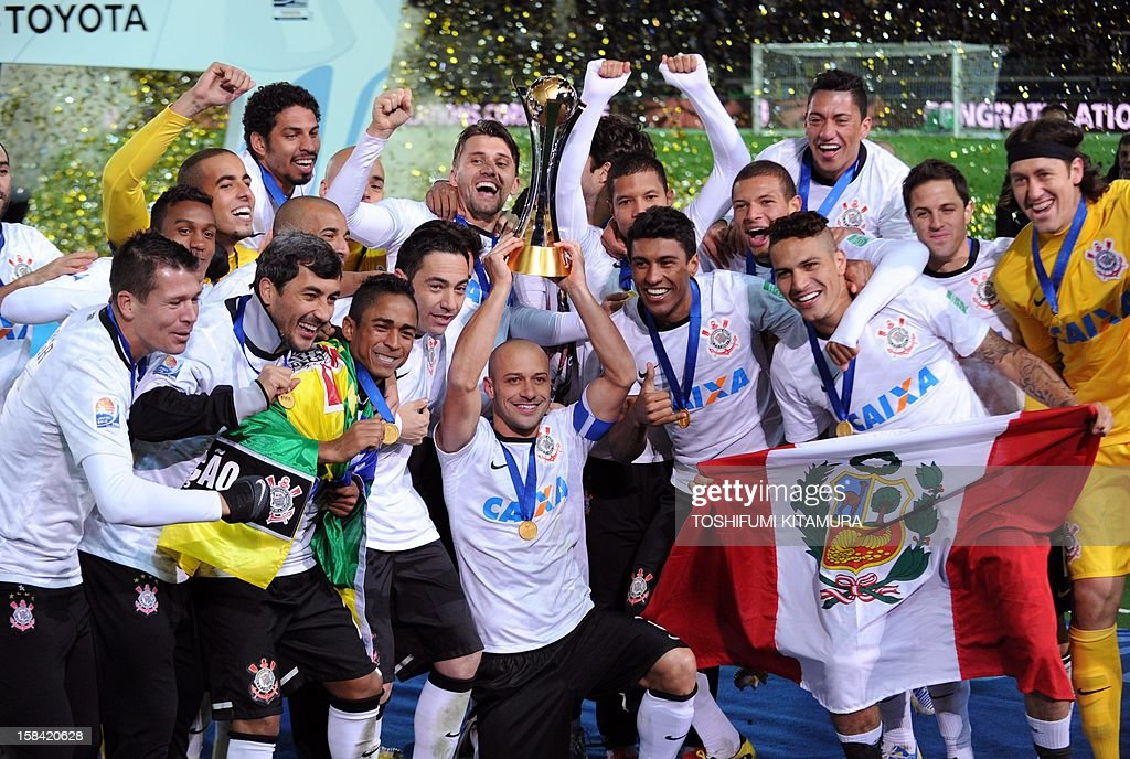 Brazil's Corinthians officials and players pose during a photo session during the awarding ceremony of the 2012 Club World Cup football in Yokohama on December 16, 2012 as they celebrate their 1-0 victory against English Premier League team Chelsea. AFP PHOTO / TOSHIFUMI KITAMURA