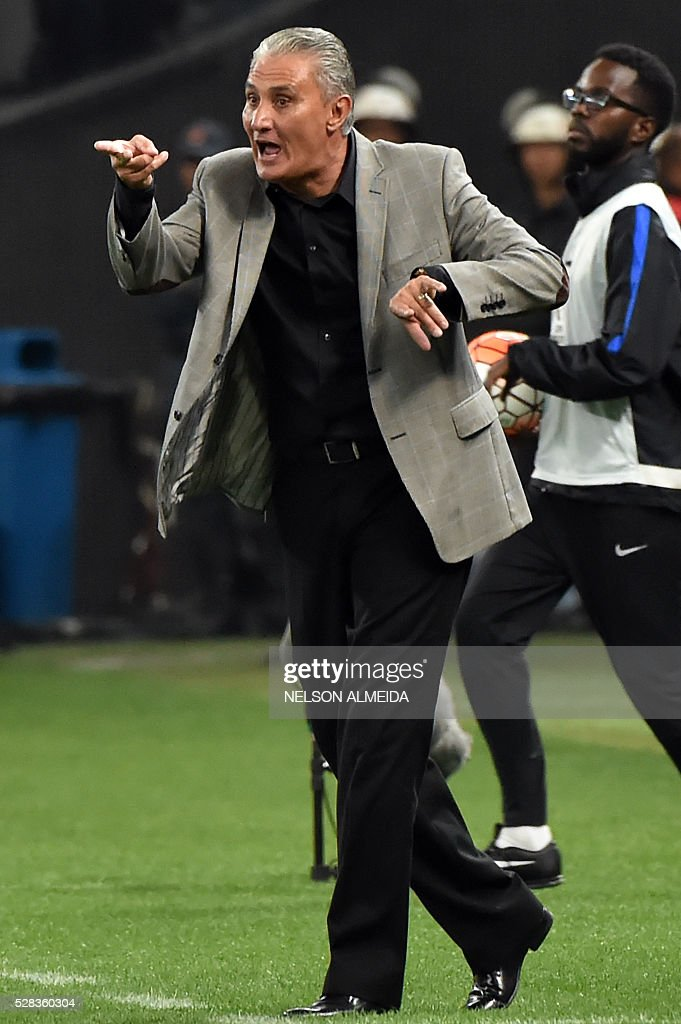 Brazils Corinthians team coach Tite gestures during the 2016 Copa Libertadores football match against Uruguay's Nacional held at Arena Corinthians stadium, in Sao Paulo, Brazil, on May 4, 2016. / AFP / NELSON