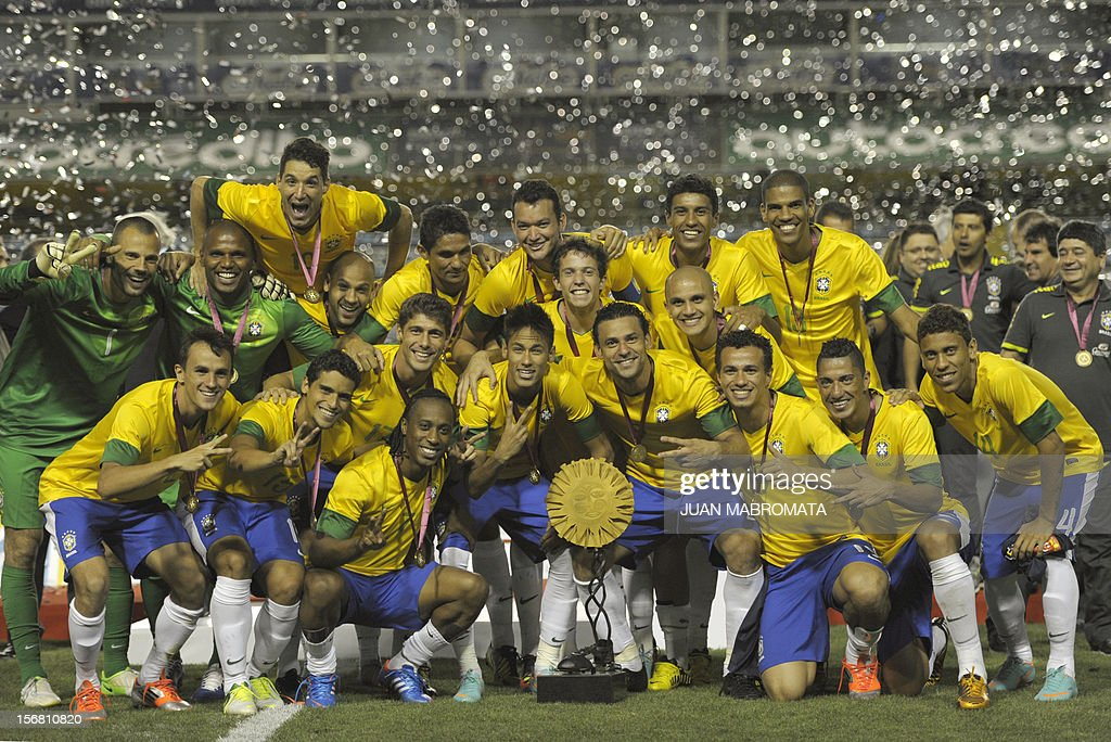 Brazil's footballers celebrates with the trophy after defeating Argentina in penalty shoot-out during a friendly football match at Bombonera stadium in Buenos Aires on November 21, 2012. AFP PHOTO / Juan Mabromata