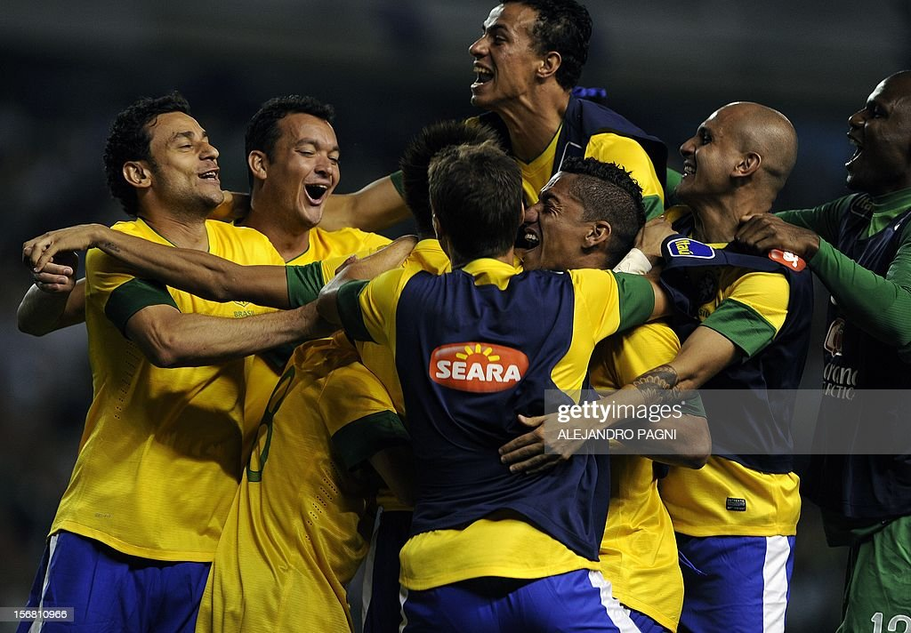 Brazil's footballes celebrate with forward Neymar (hidden) after scoring a penalty kick against Argentina during the Americas' Super Derby football match at La Bombonera stadium in Buenos Aires on November 21, 2012. Argentina won 2-1 but in penalty definition Brazil scored 4-3. AFP PHOTO / ALEJANDRO PAGNI