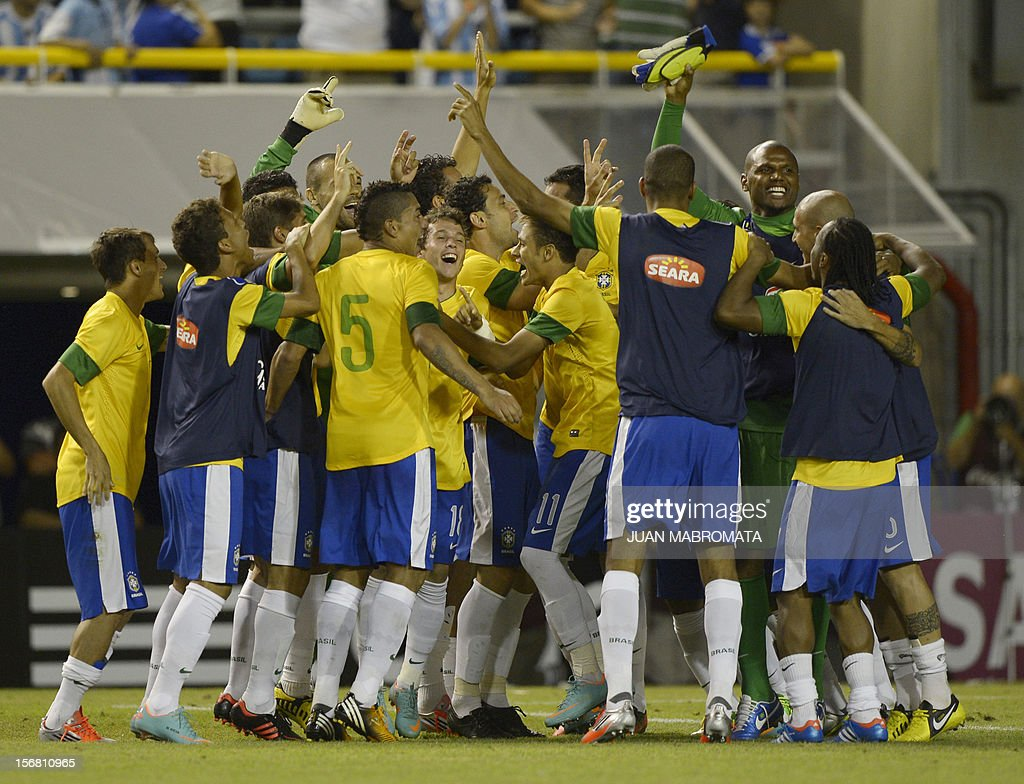 Brazil's forward Neymar (C#11) celebrates admist his teammates after scoring the last penalty shoot against Argentina during a friendly football match at Bombonera stadium in Buenos Aires on November 21, 2012. AFP PHOTO / Juan Mabromata