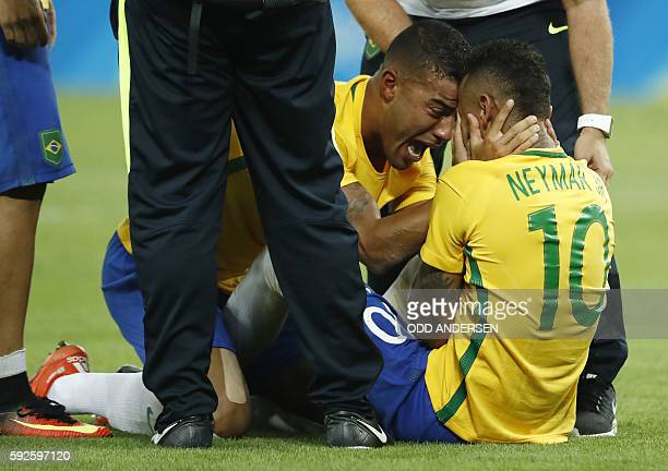 Brazil's forward Neymar celebrates scoring the winning goal with his teammates during the penalty shootout of the Rio 2016 Olympic Games men's...