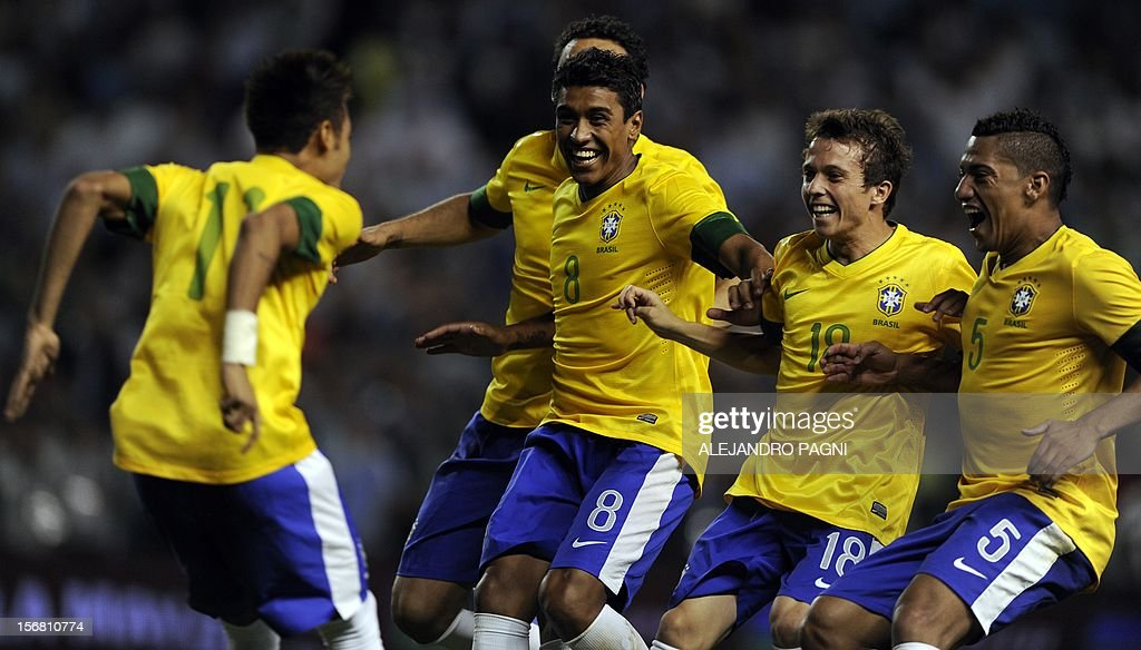 Brazil's forward Neymar (L) celebrates with temmates after scoring a penalty kick against Argentina during the Americas' Super Derby football match at La Bombonera stadium in Buenos Aires on November 21, 2012. Argentina won 2-1 but in penalty definition Brazil won 4-3.