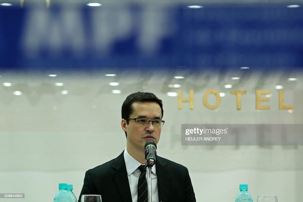 Brazil's General Prosecutor Deltan Dallagnol, coordinator of the Lava Jato (Car Wash) anti-corruption operation's task force, speaks during a press conference in Curitiba, Brazil, on May 06, 2016. Operation Car Wash has uncovered a cartel based at Petrobras in which executives at the company, major construction contractors and politicians colluded to embezzle funds. Dozens of people have already been convicted or charged. / AFP / Heuler Andrey
