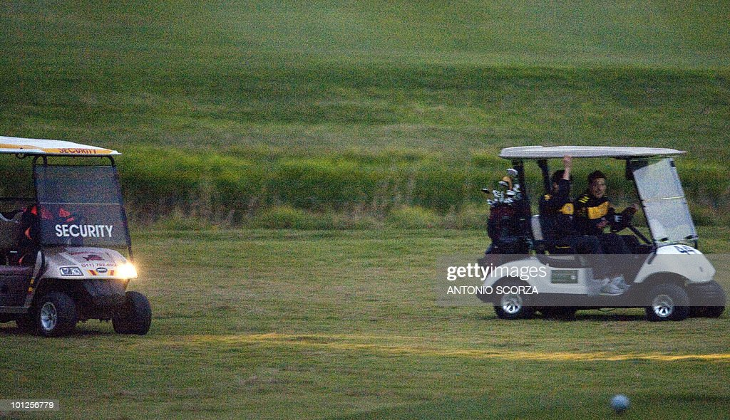 Brazil's goalkeeper Julio Cesar(R) drives a golf cart with striker Kaka after a golf match in the Randpark Golf Klub in Johannesburg , on May 29 2010. Brazilian players got a afternoon off after the morning practice preparing to dispute the 2010 FIFA World Cup, in South Africa. AFP PHOTO ANTONIO