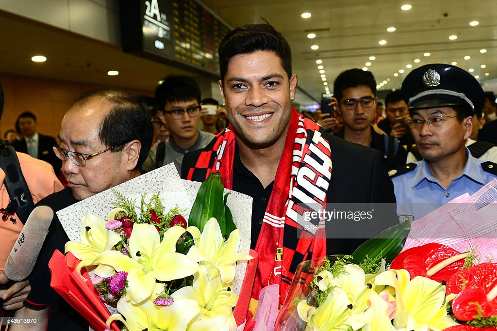 Brazil's Hulk makes his way through the arrivals halls at Shanghai Pudong International Airport on June 29, 2016. Zenit St Petersburg's Brazilian international Hulk arrived in Shanghai on June 29 to sign for Sven-Goran Eriksson's Shanghai SIPG team, as the cash-flush Chinese Super League embarks on a new round of transfer spending. / AFP / STR / China OUT