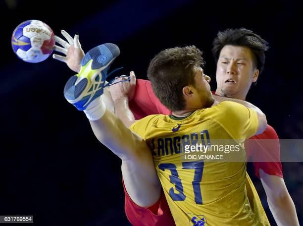 Brazil's left back Haniel Langaro defends against Japan's centre back Kento Uegaki during the 25th IHF Men's World Championship 2017 Group A handball...