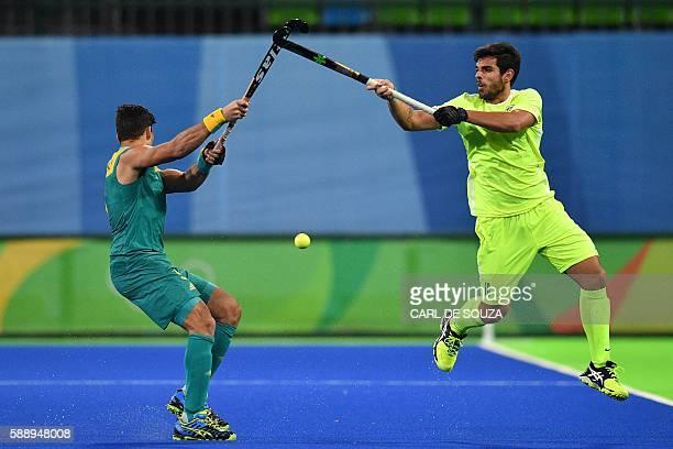 TOPSHOT Brazil's Matheus Borges and Australia's Chris Ciriello vie during the mens's field hockey Australia vs Brazil match of the Rio 2016 Olympics...