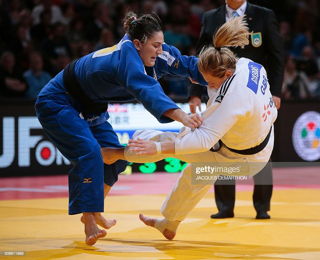 Brazil's Mayra Aguiar (L) competes against Britain's Gemma Gibbons during the women's under 78 kg semi-final at the Paris Grand Slam Judo tournament in Paris on February 7, 2016. Aguiar qualified for the final. / AFP / JACQUES DEMARTHON