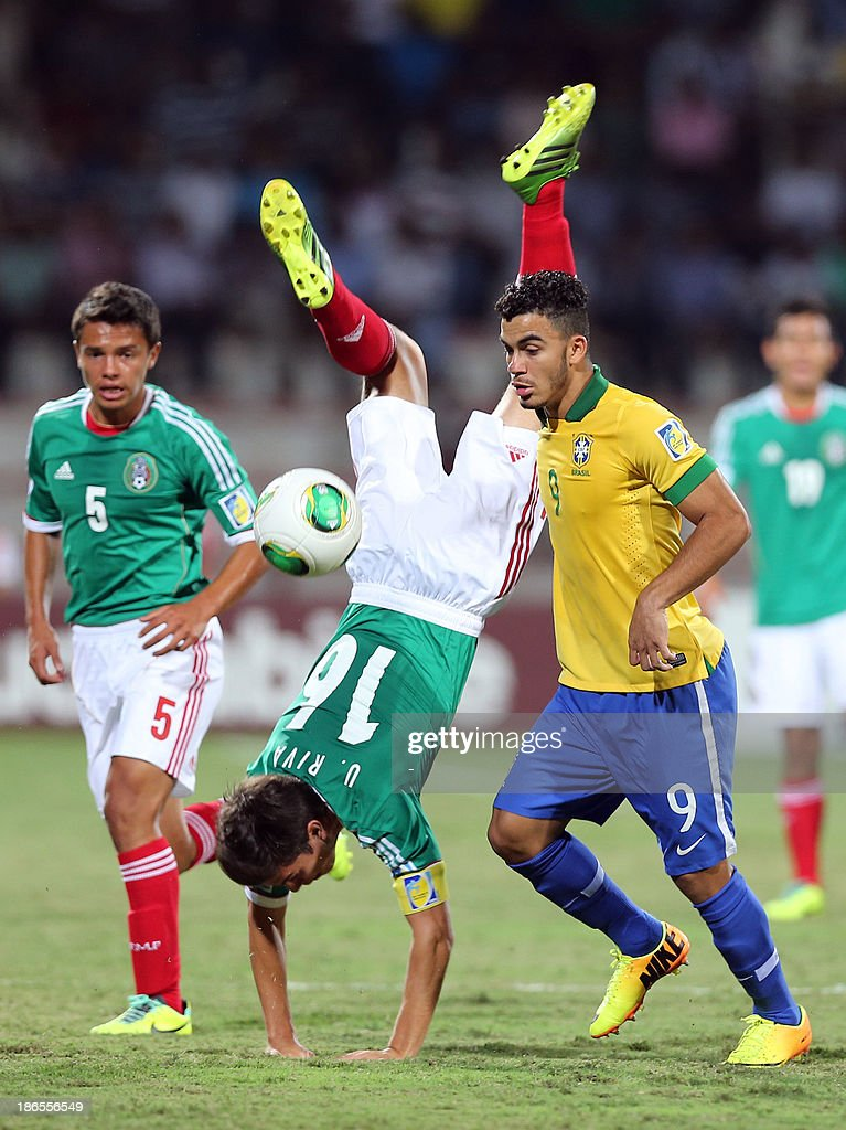 Brazil's Mosquito (R) dribbles past Mexico's Ulises Rivas (C) during their FIFA U-17 World Cup UAE 2013 football match in Dubai on November 1, 2013.