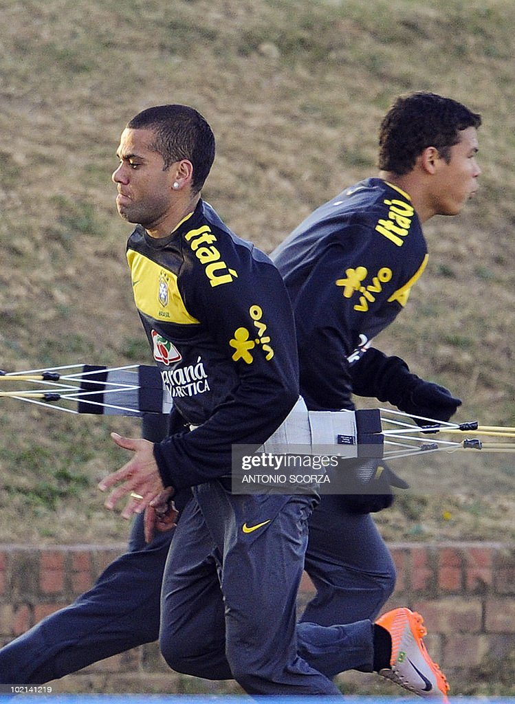 Brazil's national football team Daniel Alves (L) and Thiago Silva warm up during a training session at Randburg High School on June 16, 2010 in Johannesburg. Brazil's team prepares to face Ivory Coast next June 20 in their second match of the 2010 Football World Cup in South Africa. AFP PHOTO / ANTONIO