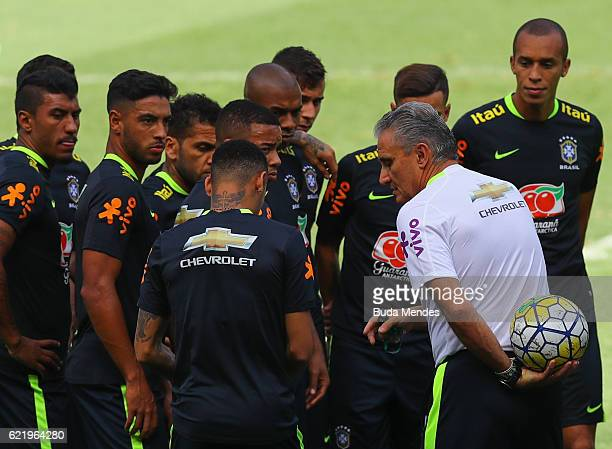 Brazil's national team coach Tite speaks with Neymar during a training session at Mineirao Stadium on November 9 2016 in Belo Horizonte Brazil