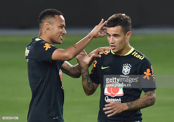 Brazil's Neymar and Philippe Coutinho joke during a training in Lima on November 14 2016 ahead of their WC 2018 qualifier against Peru / AFP / LUKA...