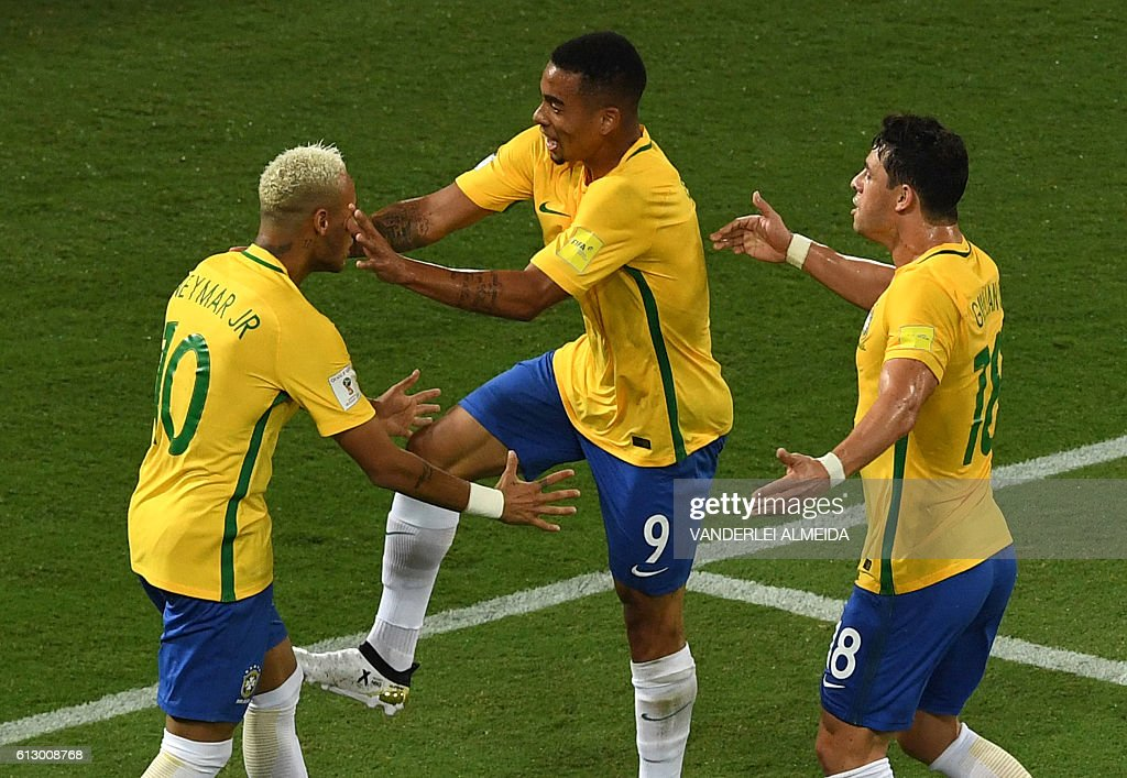 Brazil's Neymar (L), Brazil's Gabriel Jesus (C) and Brazil's Giuliano celebrate after scoring against Bolivia during their Russia 2018 World Cup qualifier football match in Natal, Brazil, on October 6, 2016. / AFP / VANDERLEI
