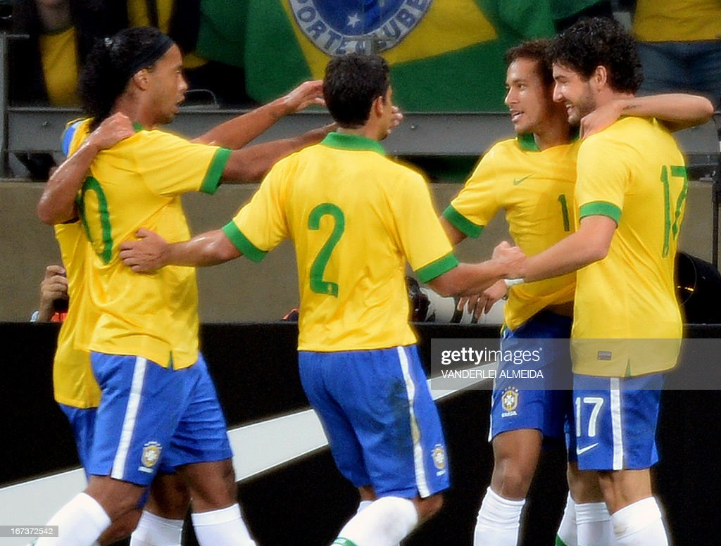 Brazil's Neymar (2-R) celebrates with teammates his second goal against Chile, during their friendly football match at the Mineirao stadium, in Belo Horizonte, Minas Gerais, Brazil, on April 24, 2013.