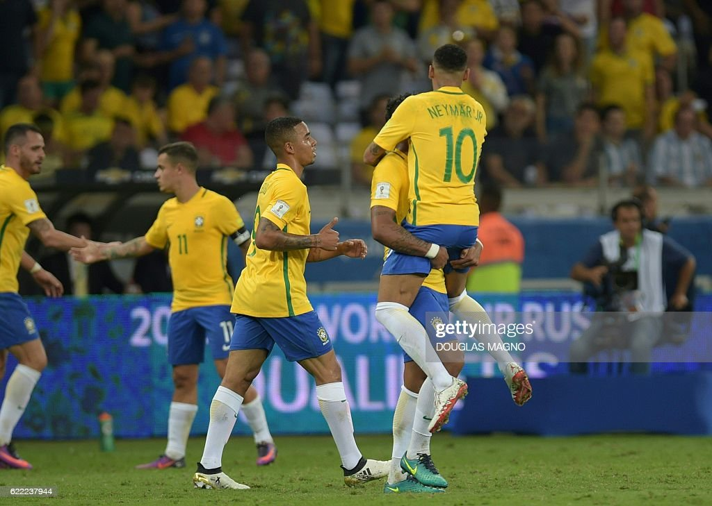 Brazil's Neymar (top), Paulinho (2-R) and Gabriel Jesus (C) celebrate during their 2018 FIFA World Cup qualifier football match in Belo Horizonte, Brazil, on November 10, 2016. / AFP / DOUGLAS