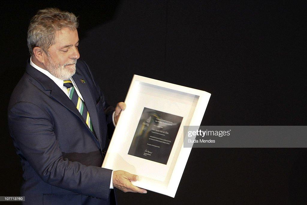 Brazil's president <a gi-track='captionPersonalityLinkClicked' href=/galleries/search?phrase=Luiz+Inacio+Lula+da+Silva&family=editorial&specificpeople=211609 ng-click='$event.stopPropagation()'>Luiz Inacio Lula da Silva</a> (R) accepts a homage during the ceremony of Brazil's Olympics award Premio Brasil Olimpico at the MAM Theater on December 20, 2010 in Rio de Janeiro, Brazil.