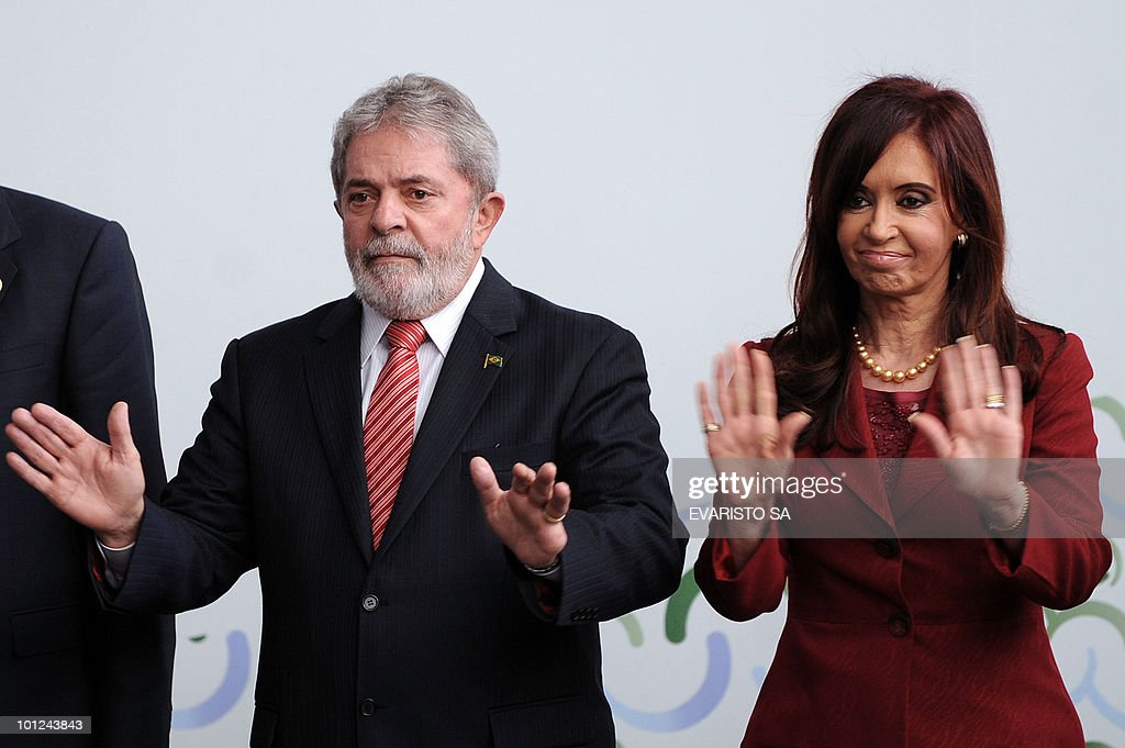 Brazil's President Luiz Inacio Lula da Silva and Argentina's President Cristina Kirchner pose for the family photo of the UN Alliance of Civilizations Forum in Rio de Janeiro, on May 28, 2010. AFP PHOTO/Evaristo SA