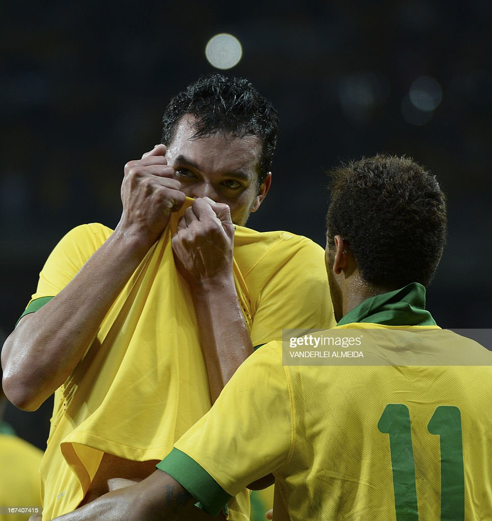 Brazil's Rever (L) celebrates with Neymar after scoring against Chile, during their friendly football match at the Mineirao stadium, in Belo Horizonte, Minas Gerais on April 24, 2013.