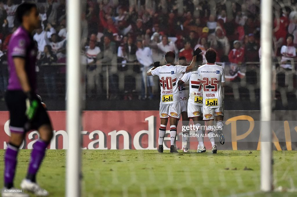 Brazils Sao Paulo players celebrate a goal scored by Centurion against Mexico's Toluca during their 2016 Copa Libertadores football match held at Morumbi stadium, in Sao Paulo, Brazil, on April 28, 2016. / AFP / NELSON