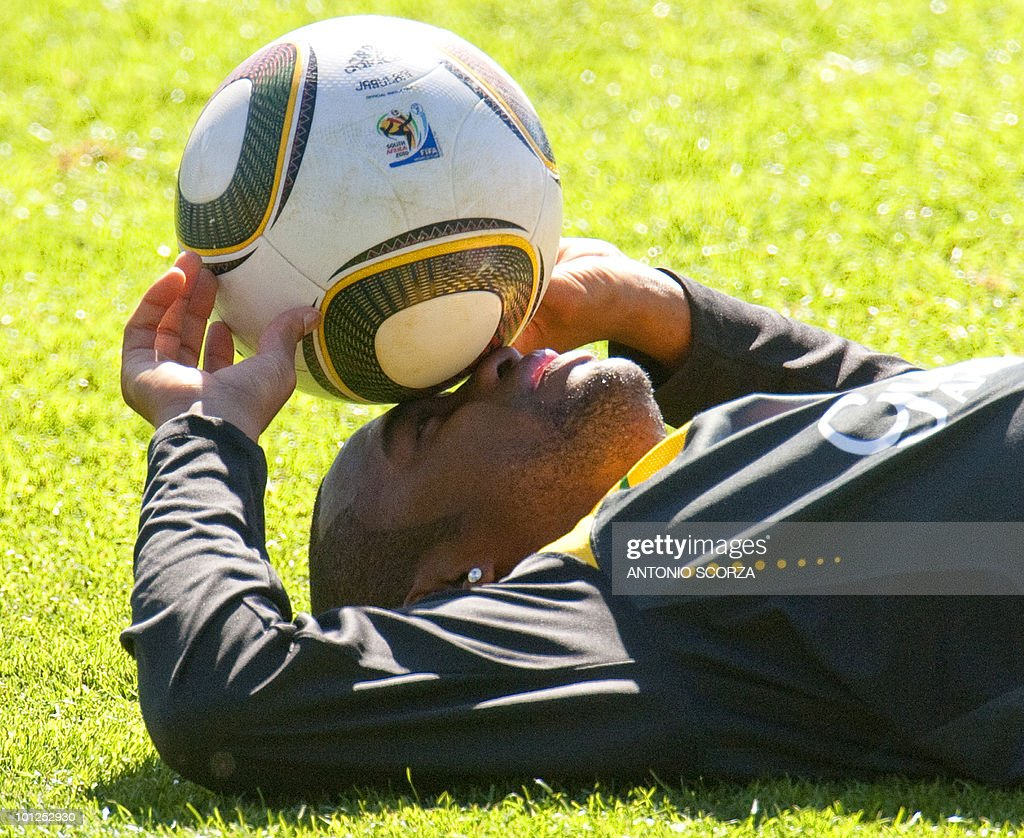 Brazil's soccer striker Robinho relaxes after a practice session at Randburg High School in Johannesburg, on May 29, 2010 preparing to dispute the 2010 FIFA World Cup, in South Africa.