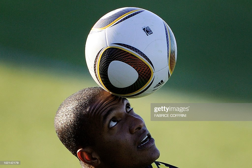 Brazil's striker Grafite plays with a ball during a training session at the Randburg Hight School on June 16, 2010 in Johannesburg during the 2010 World Cup football tournament in South Africa.