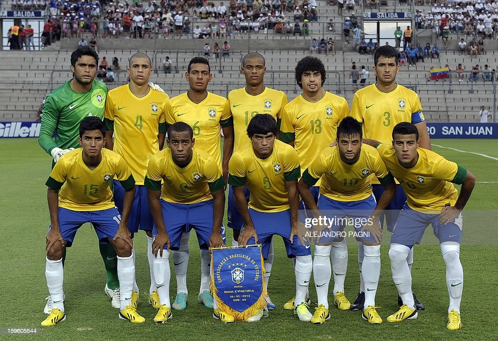 Brazil's U20 football team pose for a picture before their South American U-20 Championship Group B football match against Venezuela, at Bicentenario stadium in San Juan, Argentina, on January 16, 2013. Four South American teams will qualify for the FIFA U-20 World Cup Turkey 2013. Brazil won by 1-0.