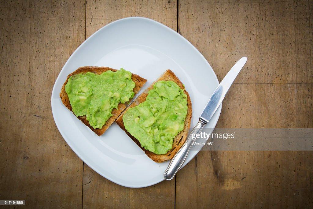 Bread with avocado cream