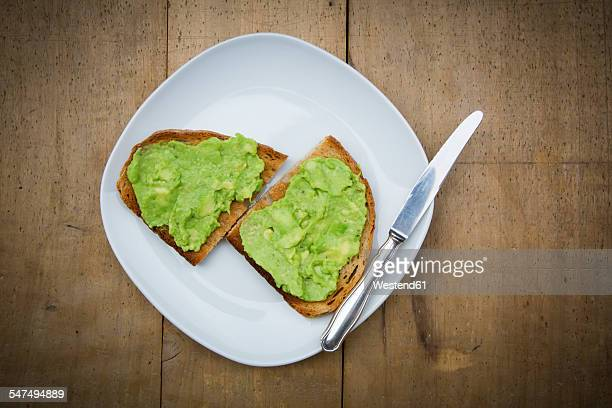 Bread with avocado cream