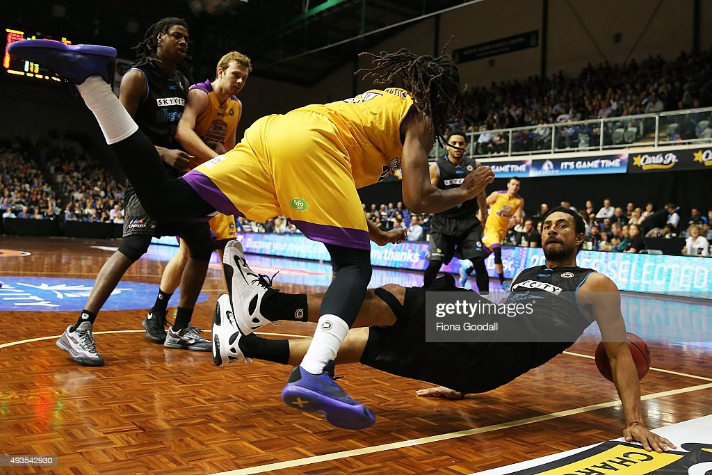 Breaker Mika Vukona (R) fouls Sydney Kings player Marcus Thornton (L) during the round three NBL match between the New Zealand Breakers and the Sydney Kings at North Shore Events Centre on October 21, 2015 in Auckland, New Zealand.