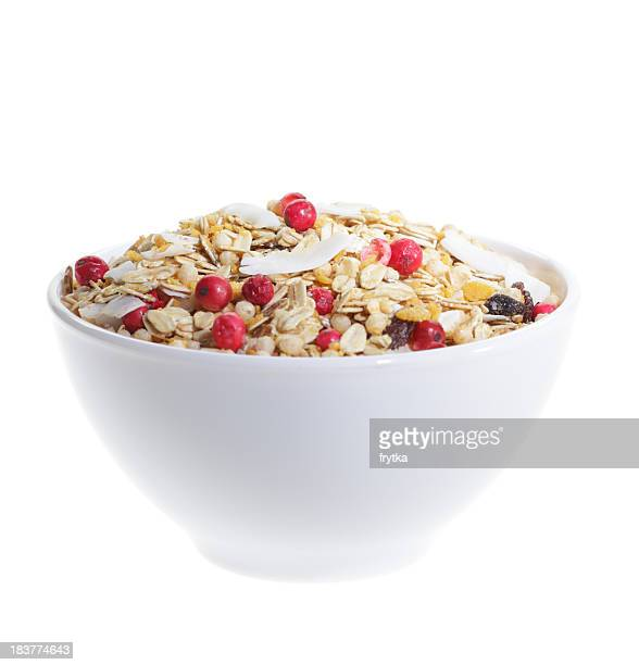 Breakfast cereal with berries and oats