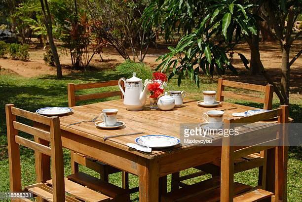 Agrémenté d'une Table de petit déjeuner