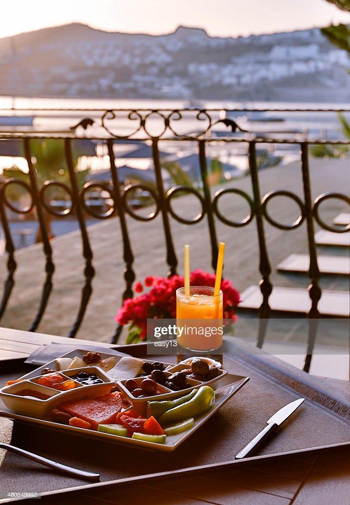 Na varanda pequeno-almoço : Foto de stock