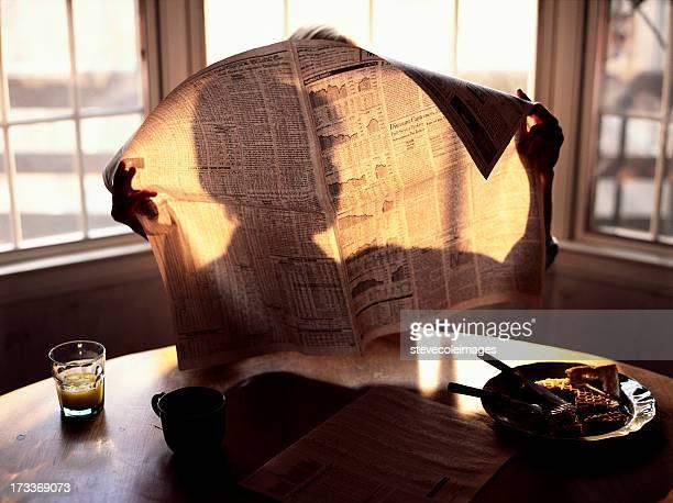 Prima colazione lettura giornale del mattino