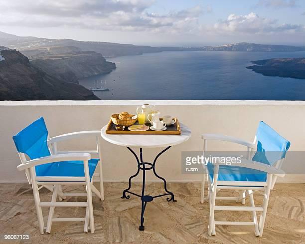 Mesas preparadas para el desayuno, Santorini island
