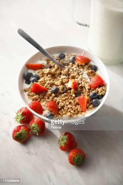 Frühstück Fotos: Müsli mit Erdbeeren und Heidelbeeren