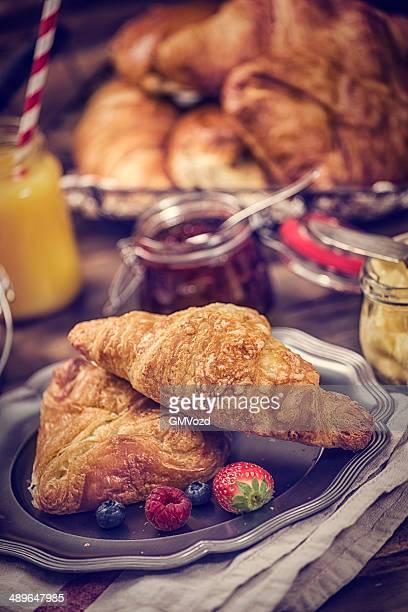 Petit déjeuner avec croissant