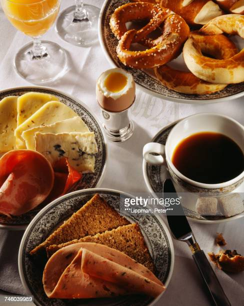 Breakfast:coffee,ham,cheese and bread