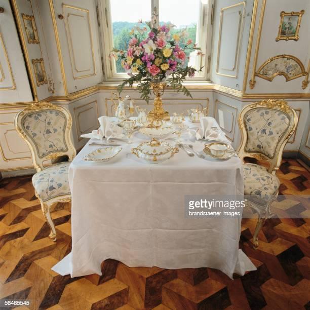 Breakfeast table in Schoenbrunn palace Photography ar 2000 [Fruehstueckstisch in Schloss Schoenbrunn Photographie um 2000]
