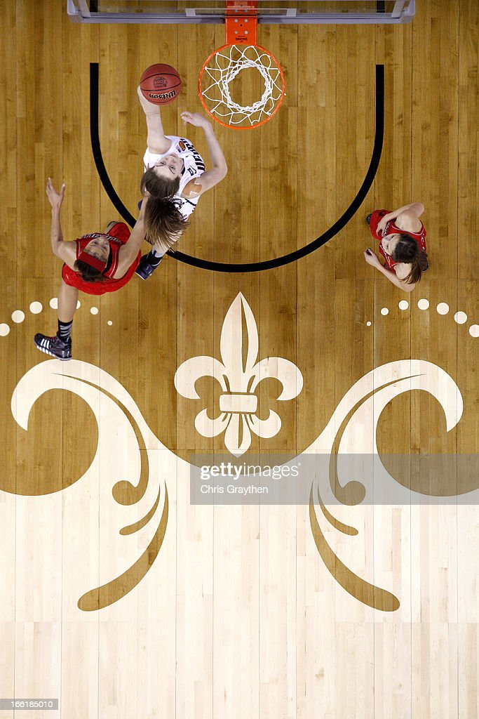 Breanna Stewart #30 of the Connecticut Huskies drives to the basket against Bria Smith #21 of the Louisville Cardinals during the 2013 NCAA Women's Final Four Championship at New Orleans Arena on April 9, 2013 in New Orleans, Louisiana.