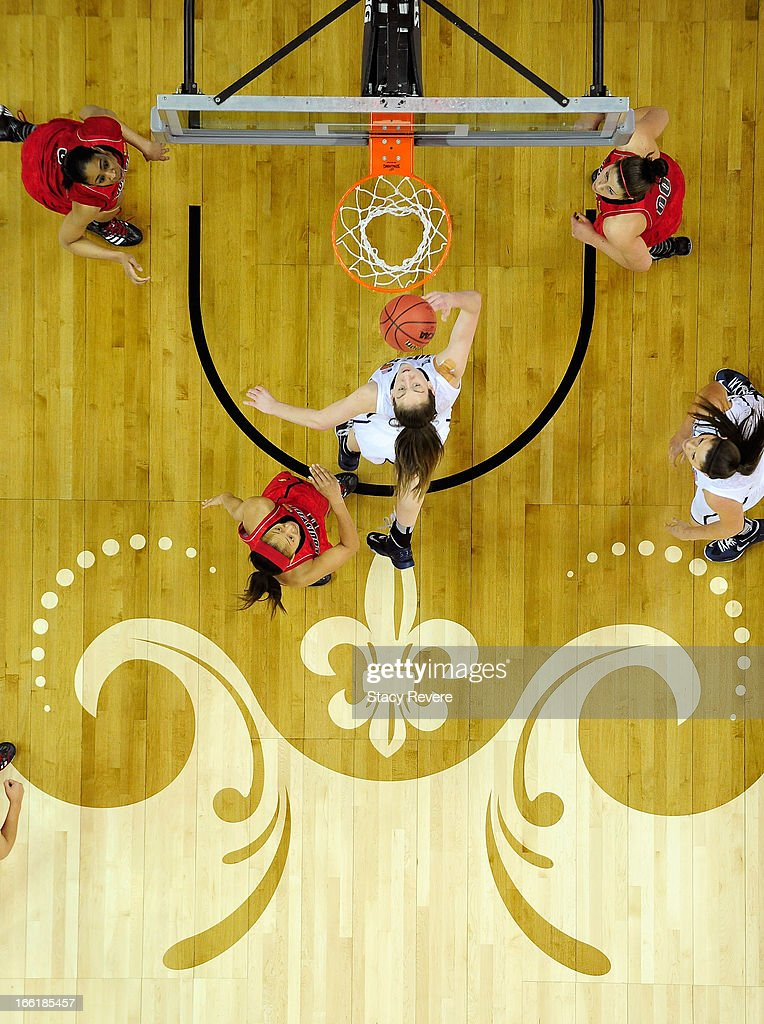 Breanna Stewart #30 of the Connecticut Huskies drives to the basket against the Louisville Cardinals during the 2013 NCAA Women's Final Four Championship at New Orleans Arena on April 9, 2013 in New Orleans, Louisiana.