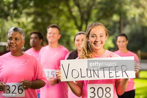 Breast Cancer Awareness Freiwilligen run charity-Rennen.