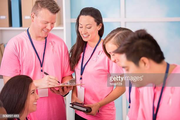 Breast Cancer Awareness Freiwillige melden Sie sich für die Veranstaltung.