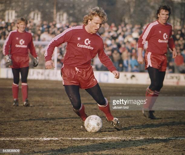 Brehme Andreas *Fussballspieler Trainer DSpieler der Nationalmannschaft 19841994Weltmeister 1990 als Spieler von Bayern Muenchen am Ball im...