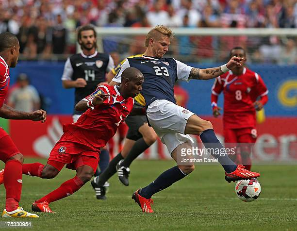 Brek Shea of the United States controls the ball against Blas Perez of Panama during the CONCACAF Gold Cup final match at Soldier Field on July 28...